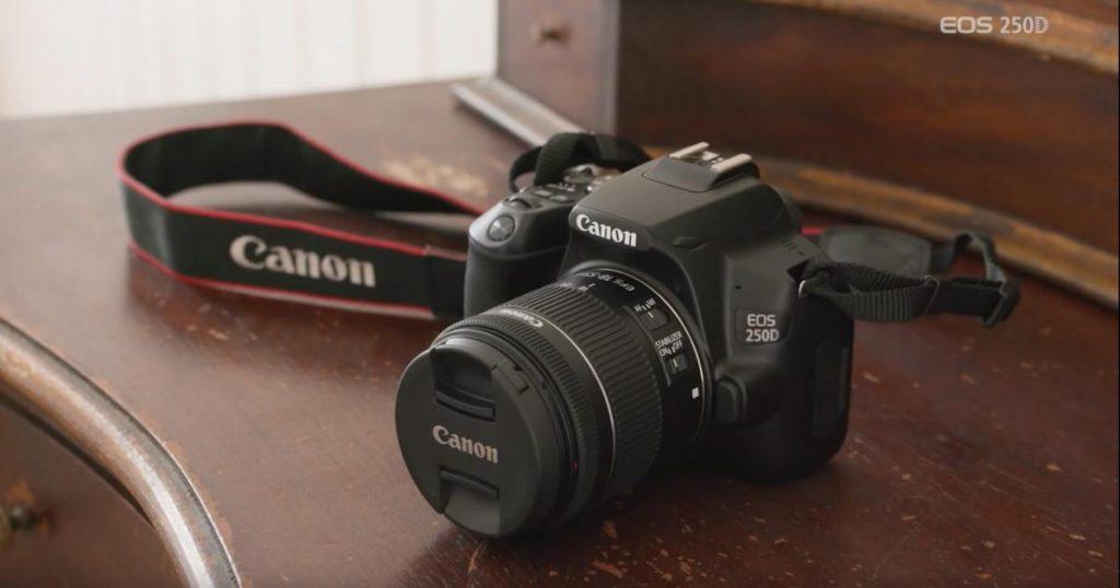 Canon EOS 250D Kit 18-55 mm.
