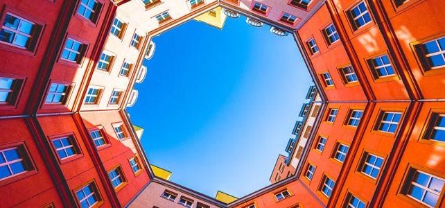 Symmetrical balance-ตึก8เหลี่ยม